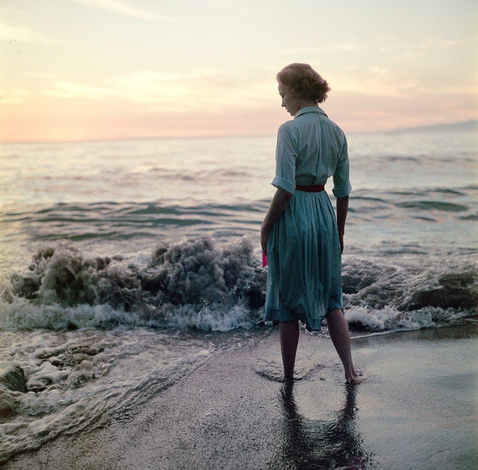 La jeune femme et l'océan